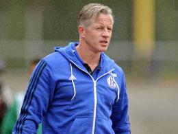 Plant zum Ligaauftakt ohne drei Stammspieler: Schalke-Coach Jens Keller.