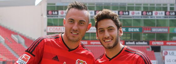 Josip Drmic (l.) und Hakan Calhanoglu