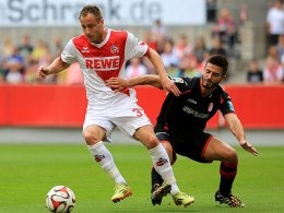 Intensives Duell: Kölns Matthias Lehmann gegen Fran Rico (re.).