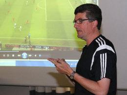 Schiedsrichter-Boss Herbert Fandel beim Lehrgang in Grassau