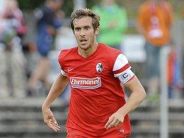 Julian Schuster behält auch in der kommenden Spielzeit die Spielführerbinde am Arm.