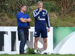 Manager Horst Heldt und Trainer Jens Keller erhoffen sich in Hannover eine Trotzreaktion.