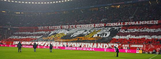"""""""Schickeria""""-Choreographie zu Ehren des ehemaligen FC-Bayern-Präsidenten Kurt Landauer"""