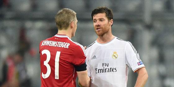 Man kennt sich und man sch�tzt sich: Bastian Schweinsteiger und Xabi Alonso.
