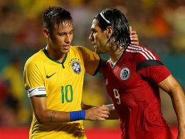 Freundliche Verabschiedung: Brasiliens Kapitän Neymar und Kolumbiens Rückkehrer Falcao.
