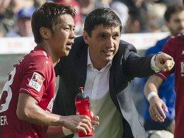 Hiroshi Kiyotake und Trainer Tayfun Korkut (v.li.)