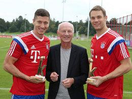 Robert Lewandowski, kicker-Chefreporter Karlheinz Wild und Manuel Neuer (v.l.)