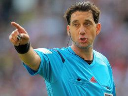 Schiedsrichter Manuel Gr�fe stand in Frankfurt ungewollt im Mittelpunkt.