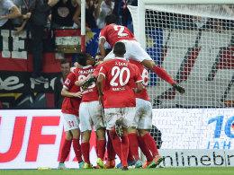 Mainz feiert den Sieg gegen Dortmund.