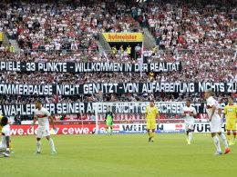"""""""Wer seiner Arbeit nicht gewachsen ist, muss gehen"""": Einige VfB-Fans zeigten ihren Unmut gegen Hoffenheim Wei� auf Schwarz."""