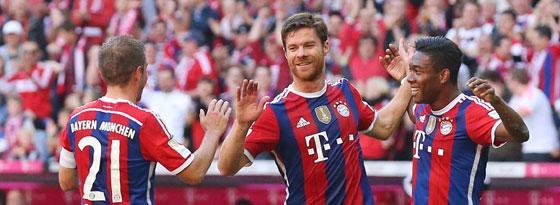 Xabi Alonso jubelt gegen Bremen mit Philipp Lahm und David Alaba