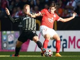 Marcel de Jong gegen den Mainzer Jairo