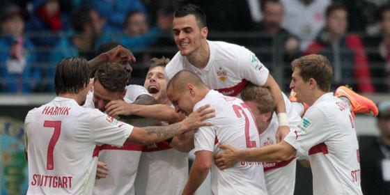 5:4 - Jubel beim VfB Stuttgart �ber den entscheidenden Treffer.