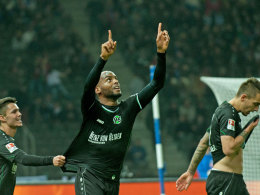 Hannovers Briand jubelt über seinen ersten Bundesligatreffer.