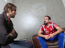 Noch nicht schmerzfrei: Bayern-Star Franck Ribery verriet kicker-Redakteur Mounir Zitouni, dass es im Knie immer noch zwickt.