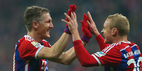 Bastian Schweinsteiger legte Sebastian Rode mustergültig das 4:0 auf - hier klatschen beide danach freudig ab.