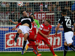 VfB-Torschütze Martin Harnik (re.) gegen Freiburg Felix Klaus