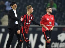 Eintracht-Sportdirektor Bruno Hübner mit den Eigengewächsen Sonny Kittel (Mi.) und Marc Stendera (re.)