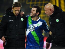 Schmerz lass nach: Vieirinha wurde in Dortmund vom Feld gef�hrt.
