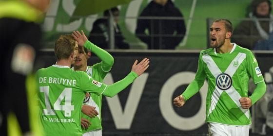 Die Wolfsburger jubeln - Dost hat gegen K�ln ausgeglichen.