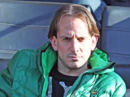 Praktikant: Ex-Profi Rüdiger Rehm schaut VfB-Coach Huub Stevens über die Schulter.