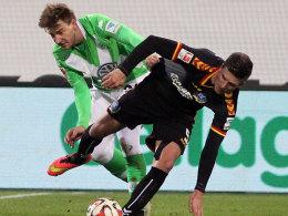 Nicklas Bendtner (l.) gegen Dennis Kempe