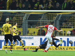 Das goldene Tor: Raul Bobadilla zieht ab - und lässt Dortmunds Torwart Roman Weidenfeller keine Chance.