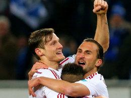 Hamburgs Jansen freut sich mit Jiracek über das zwischenzeitliche 2:0.