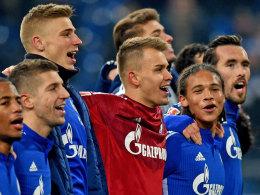 Schalker Freudentaumel nach defensiver Taktik.