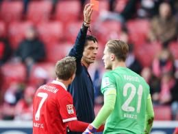 Platzverweis: Loris Karius (re.) muss nach seiner Roten Karte gegen Berlin einmal aussetzen.