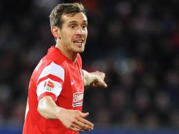Kämpft mit Nicolas Höfler um einen Platz in der Startelf: Freiburgs Kapitän Julian Schuster.