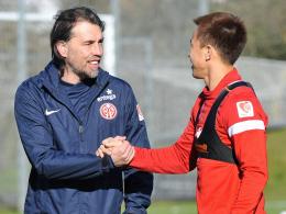 Schoss sich den Frust von der Seele: Mainz-St�rmer Shinji Okazaki (re.), hier mit Trainer Martin Schmidt.