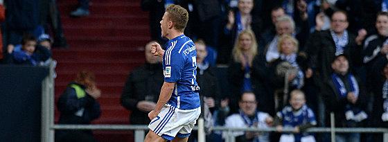 Überflieger: Schalkes Max Meyer (li.) beim Torjubel.