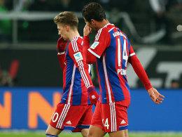 Mitchell Weiser und Claudio Pizarro (v.l.)