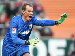 """Sieht """"keinen Grund aufzuhören"""": Augsburgs Torhüter Alexander Manninger."""