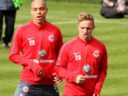 """""""Er ist flei�ig, am Einsatz liegt es nicht"""", sagt Frakfurts Trainer Thomas Schaaf �ber Sonny Kittel. Links Bamba Anderson."""