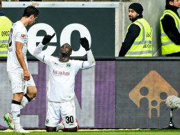 Schickte nach seinem Ausgleichstreffer Grüße nach oben: Hannovers Angreifer Didier Ya Konan (#30).