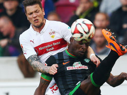 Obenauf: VfB-Torschütze Daniel Ginczek gegen Werders Assani Lukimya.