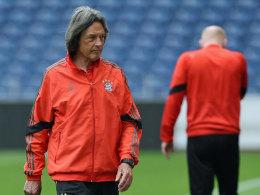 Letzte Dienstreise für den FC Bayern: Dr. Hans-Wilhelm Müller-Wohlfahrt in Porto.