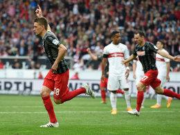 Schock für den VfB: Freiburgs Petersen markiert den 2:2-Endstand.