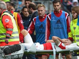 Ganz bitterer Moment: Der Mainzer Elkin Soto wird verletzt vom Platz getragen.