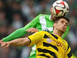 Spieß umdrehen: Dortmunds Sebastian Kehl verliert hier das Duell gegen Wolfsburgs Bas Dost, ist aber zuversichtlich fürs Pokalfinale.