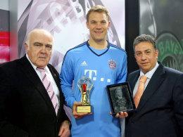 Strahlender und gewohnt bescheidener Sieger: Für Manuel Neuer (Mitte) wirkt das erfolgreiche Jahr 2014 immer noch nach.
