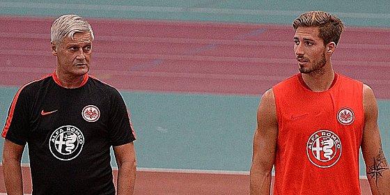 Beide wollen Klarheit: Frankfurts Trainer Armin Veh und Torh�ter Kevin Trapp (re.).