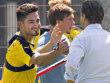 Ilkay G�ndogan klatscht sich zum Trainingsauftakt mit Manager Michael Zorc ab.