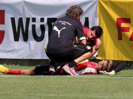 Mitchell Langerak wird am Sonntag im VfB-Training behandelt