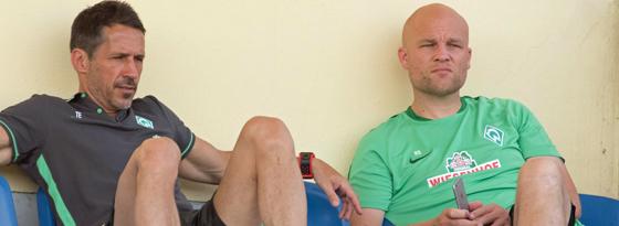Thomas Eichin (li.) und Rouven Schröder verfolgen fast jede Trainingseinheit zusammen.