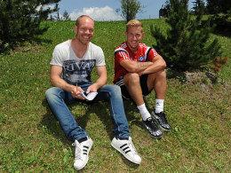 Treffen im Trainingslager: Lewis Holtby mit kicker-Redakteur Sebastian Wolff.