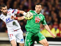 Stürmt künftig für 96: Hannovers Neuzugang Mevlüt Erdinc, rechts gegen Lyon, kommt von St. Etienne.
