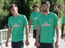 Die Werder-Youngster Maximilian Eggestein (v. li.) und Florian Grillitsch (re.) wollen Davie Selke nacheifern.